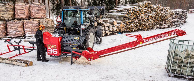 Chantier de bois de chauffage avec processeur Pilkemaster EVO36